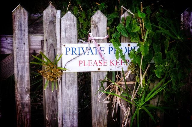 private property, keep out, privacy fence